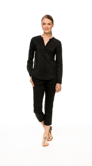 Long Sleeve Shirt in black, with Capri Pant in black
