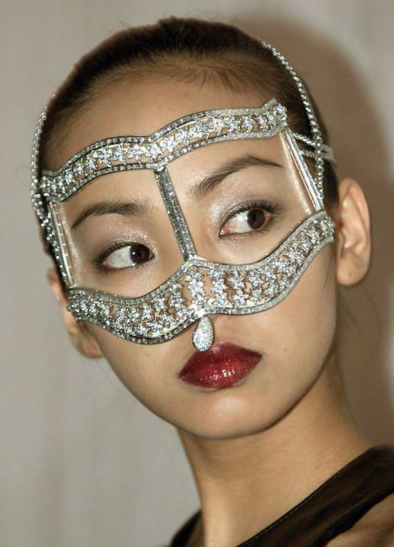 Friday Essay: Vizards, Face Gloves and Window Hoods – A History of Masks in Western Fashion