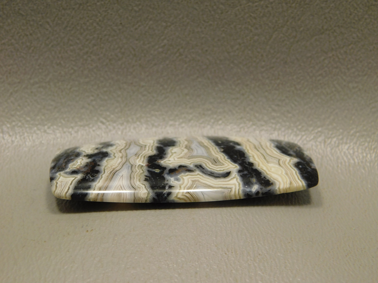Cabochon Crazy Lace Agate Barrel Shaped Black and White Stone #22