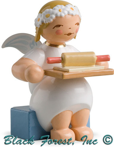 634-70-16 Wendt and Kuhn Marguerite Angel Sitting with Rolling Pin