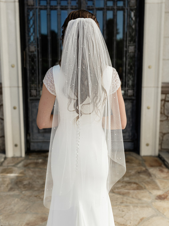 "Scattered Pearl 41"" Long  Fingertip Wedding Veil enVogue V2087SF"