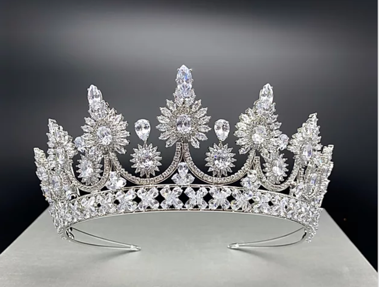 """Gorgeous 2  7/8"""" Tall CZ Wedding and Quinceanera Tiara in Silver"""