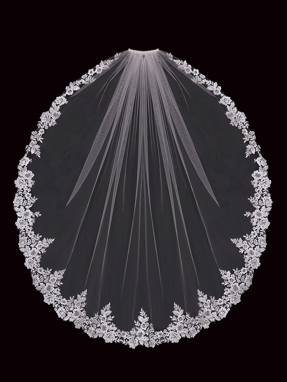 Floral Lace Fingertip Wedding Veil enVogue V2197SF
