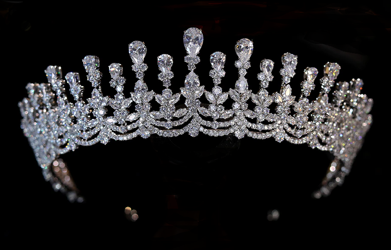 Stunning Silver Plated CZ  Wedding and Quinceanera Tiara Crown