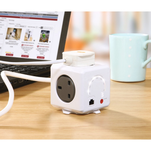 2-in-1 PowerCube Wi-Fi Extender