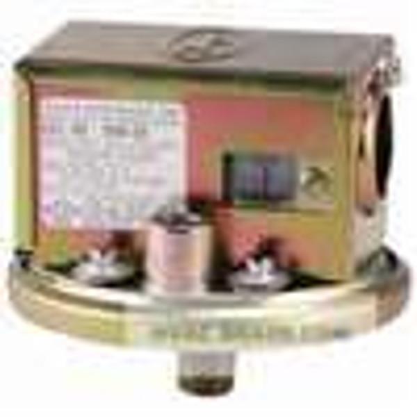 "Dwyer Instruments 1996-5, Gas pressure switch, range 14-55"" wc"