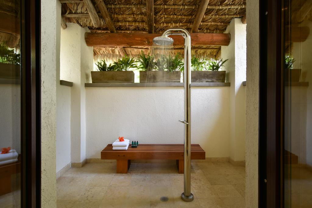 JEE-O fatline 01 stainless steel outdoor shower