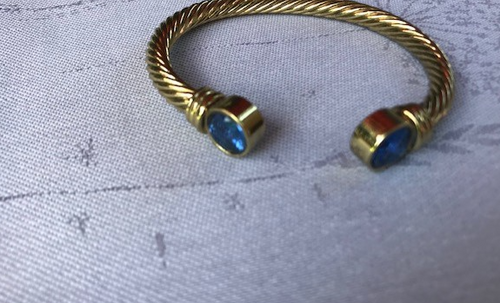 Gold colored Bracelet with Stone