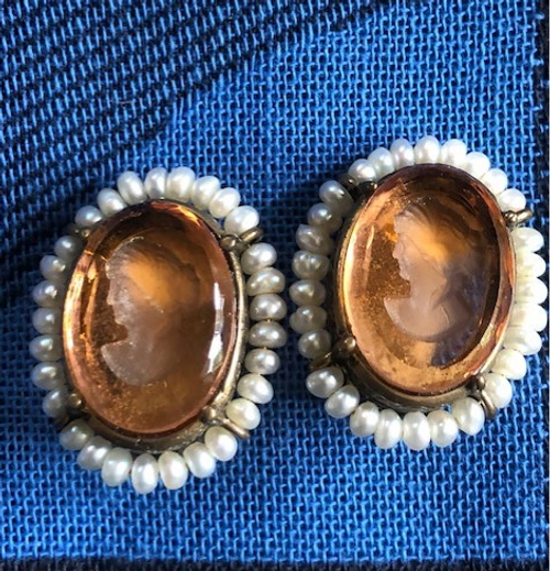 Cameo Earring with Pearls