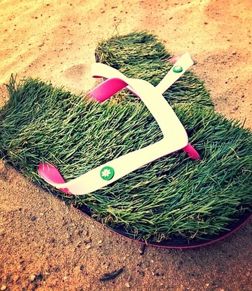 White/pink grass flip flops
