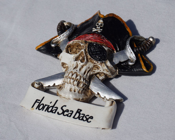 Magnet Pirate Skull and Swords FSB