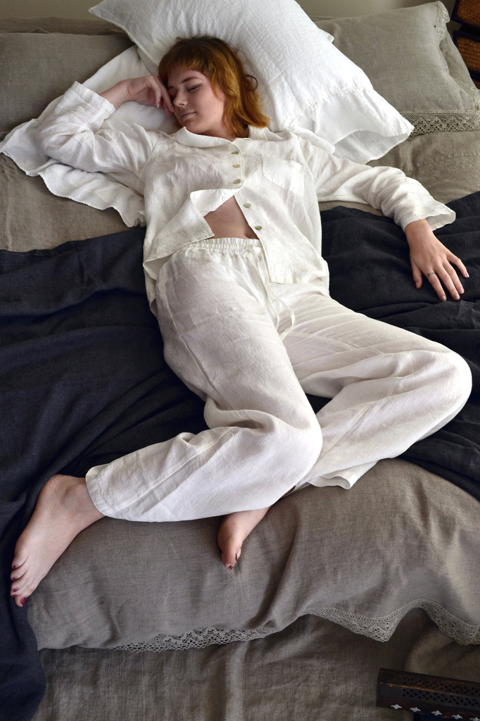 Antique white stonewashed linen sleepwear. Pyjama Set