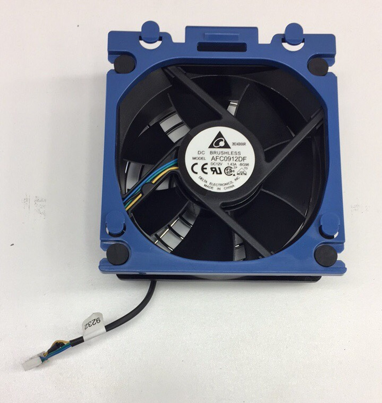 HP 686748-001 Rear system (processor) fan assembly - 92mm (3.62 inch) x 92mm (3.62 inch) x 32mm (1.26 inch) - Includes the fan blue retainer carrier and cable assembly