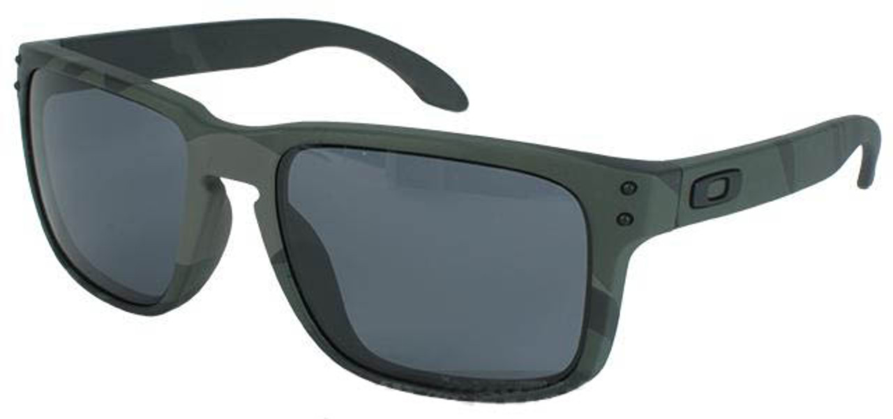 9add0b83842 Oakley Holbrook - Multicam Black w  Warm Grey - Hero Outdoors