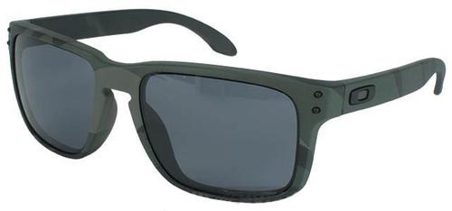 8109c1e1af Oakley Holbrook - Multicam Black w  Warm Grey - Hero Outdoors