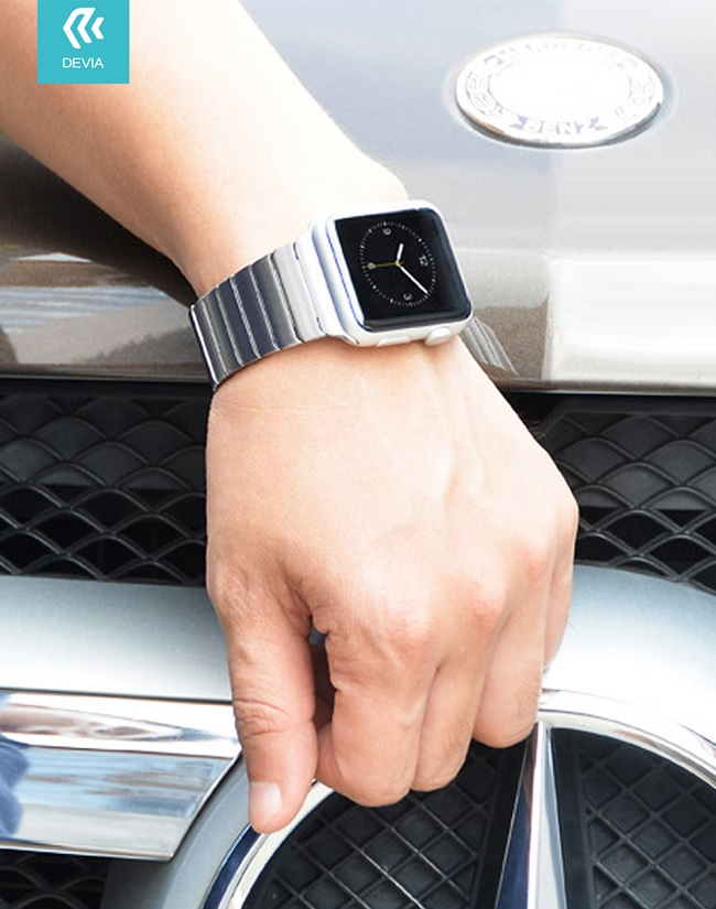 Devia Elegant Link is a strap dedicated to the Apple smartwatch generation 1/2/3/4/5. It was made of high quality stainless steel combined from several dozen elements. Its elegant appearance will fit every day when you need it.