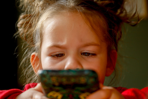 What Are the Best Apps for Managing a Kid's Phone?