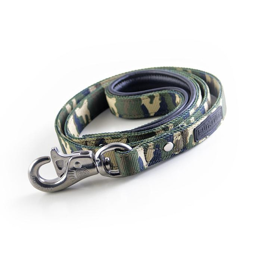 Stainless Steel Bullsnap Leash 120cm matching leash sold separately.