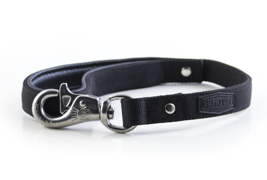 Matching plain black leash 60cm with Stainless Steel Bullsnap