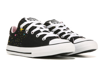 Featuring a cool design, these Converse Chuck Taylor All Star Madison Gravity shoes provide a laid back look.