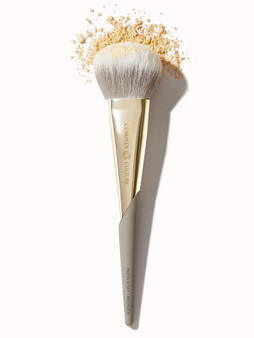 This two-in-one brush has luxuriously soft, densely-packed bristles for applying setting and bronzing powders.