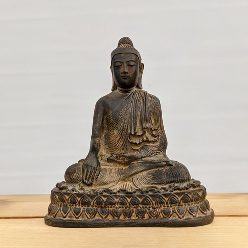 Sitting Buddha - Enlightenment and Eternal Knowledge