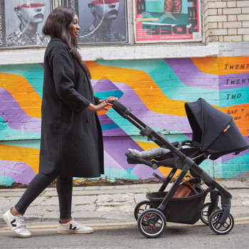 Excurze full size stroller in the city [Black Midnight]