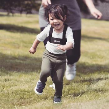 Diono Sure Steps has padded Shoulder Straps For Child Comfort [Black]