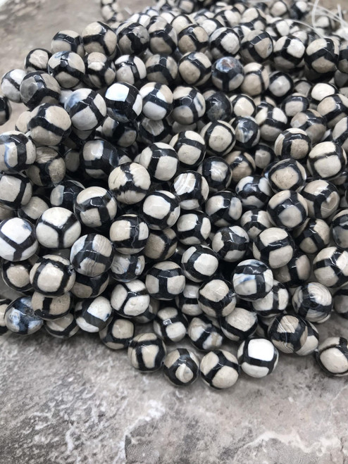 Tibetan Dzi Agate, Black and White ,Faceted Round  10mm