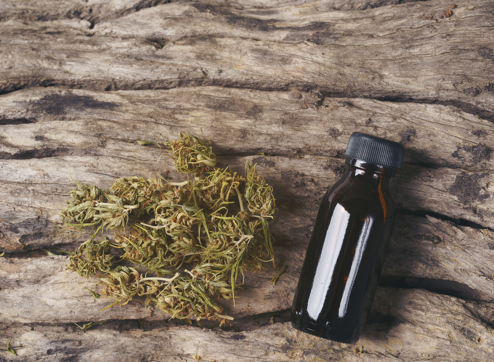 Should You Mix Traditional Dry Herbs with CBD/CBG Dry Herbs?
