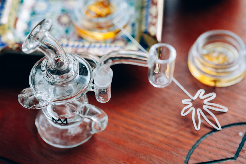 Which Dabbing Route Will You Choose: Smoking or Vaping?