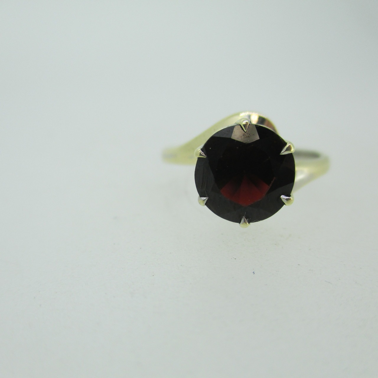 f16115b987120 10k Two Tone Gold Garnet Solitaire Ring Size 5