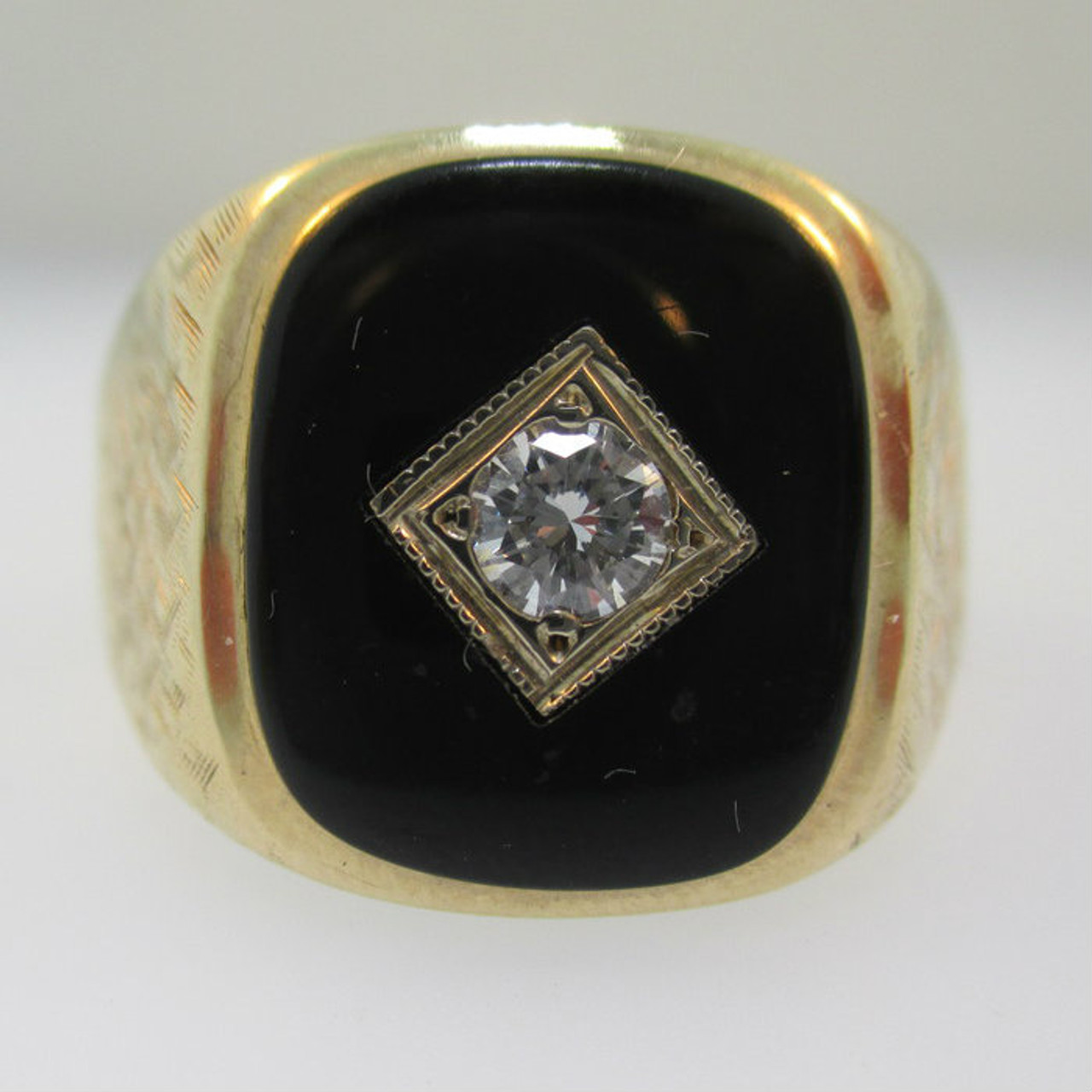10 K Yellow Gold Mans Black onyx And diamonds Ring  size 10,5