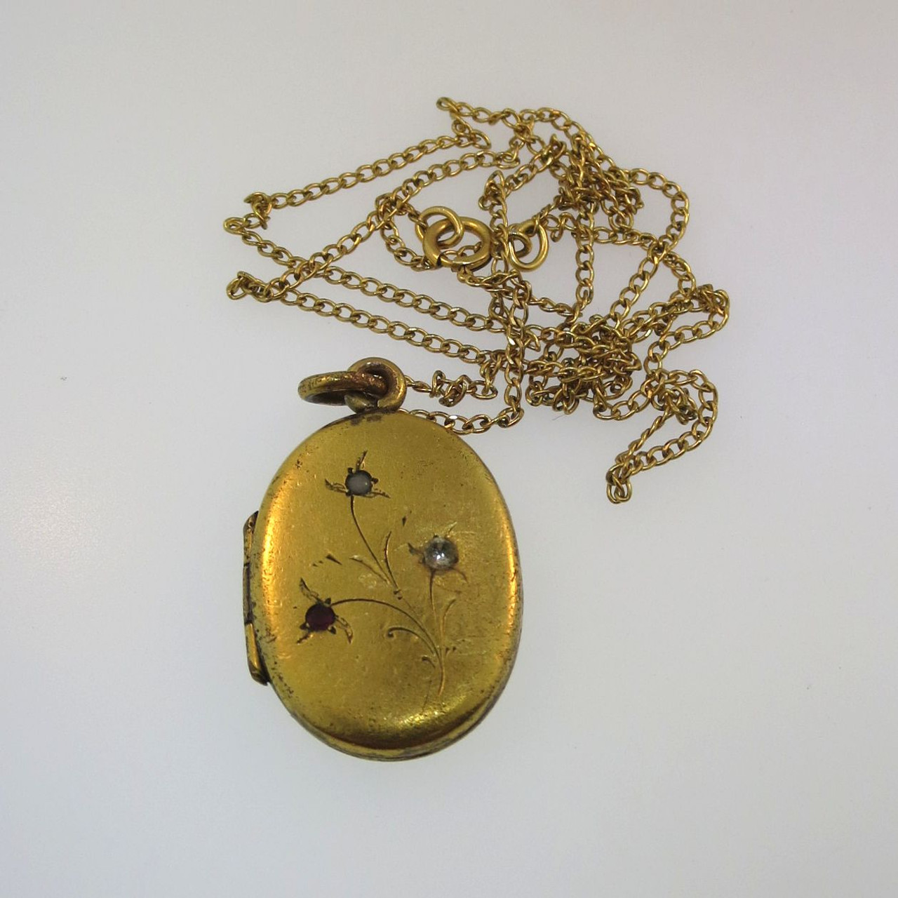 b4e15f8d4fad0 Vtg Gold Tone Unsigned Oval Locket with Photo on 12k Gold Filled ...