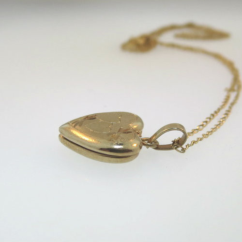 Vintage Petite Tiny 14k Gold Filled Etched Hearts Locket Necklace Empty  Signed R