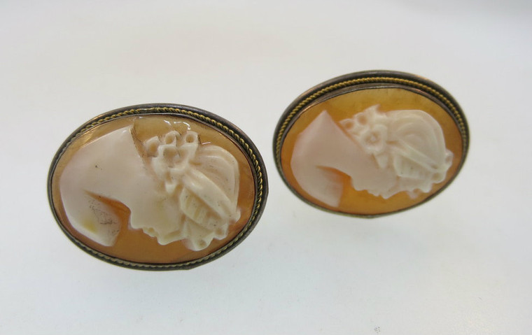 Vintage Conch Shell Cameo Clip On Earrings*