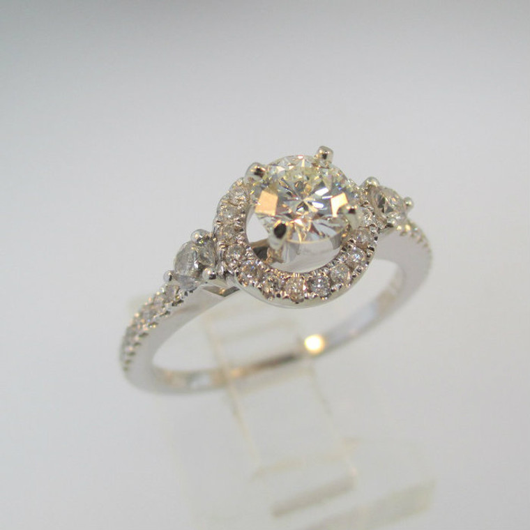 14k White Gold .45ct Round Brilliant Cut Diamond Ring with Halo Size 6 1/2