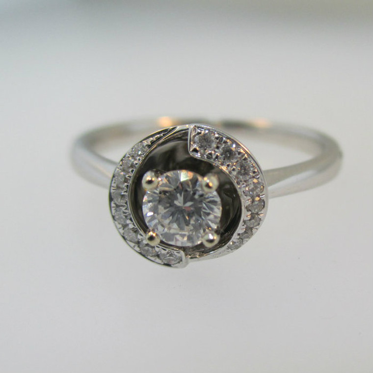 18k White Gold .31ct Round Brilliant Cut Diamond Halo Style Ring Size 6 1/4