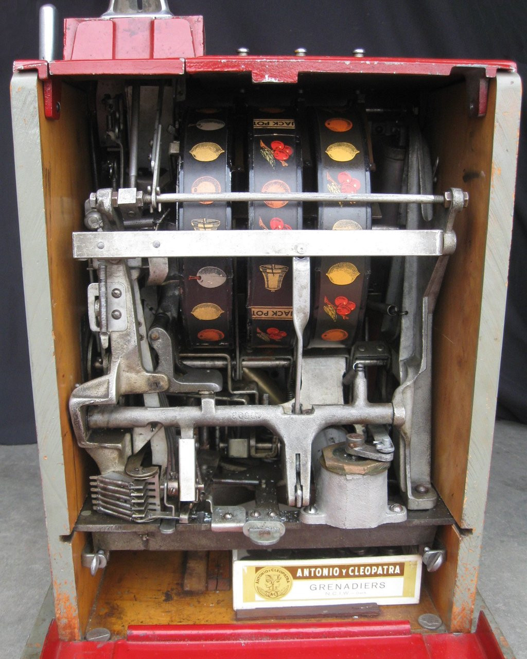 CAILLE ANTIQUE BELL SLOT MACHINE - M3851