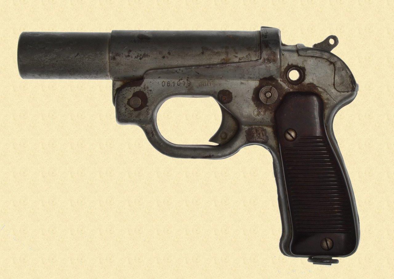GERMAN WW2 LP 42 FLARE PISTOL - C28613