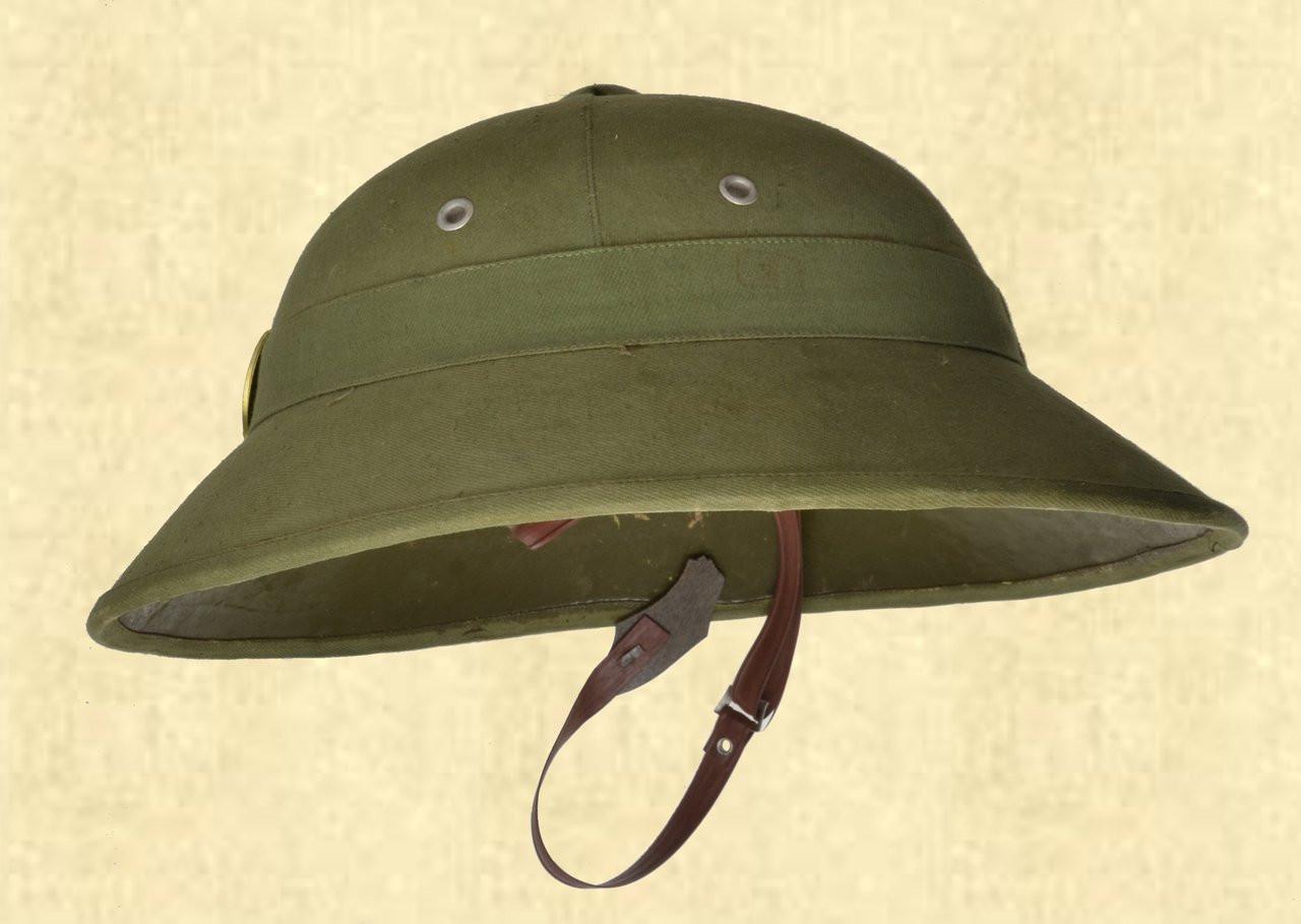 VIETNAMESE ARMY PITH HELMET W/RED STAR - C41607