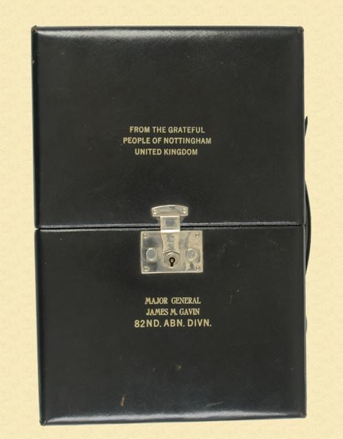 BRITISH WW II PRESENTATION SHAVING KIT - C45763