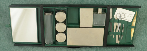 BRITISH WW II PRESENTATION SHAVING KIT - C45763