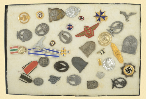 GERMAN WWII INSIGNIA (MOSTLY REPRO.) - C48039