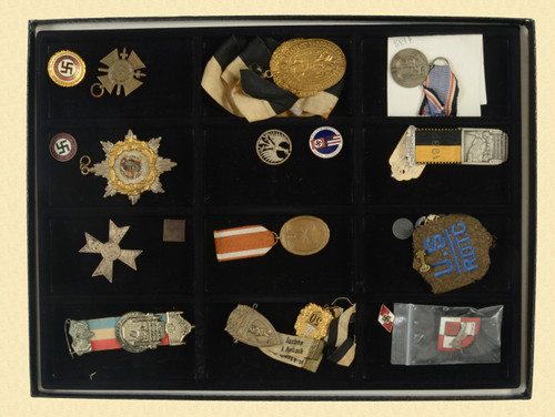 GERMAN WWII INSIGNIA AND PINS - C48041