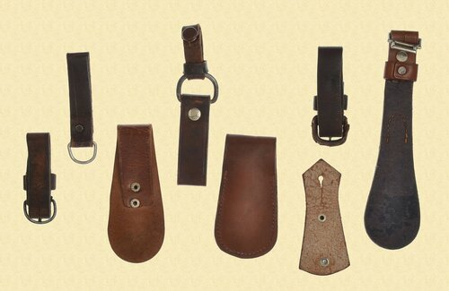GERMAN WW2 EDGED WEAPON HANGERS - M6868
