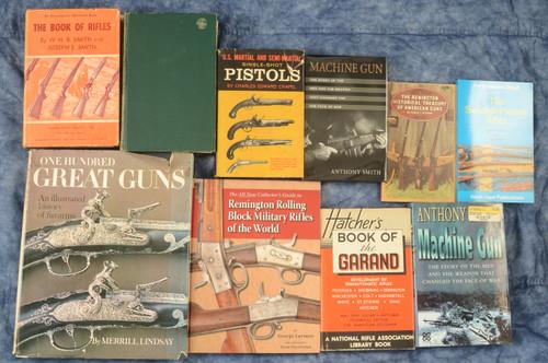 SET OF 8 RIFLE/PISTOL BOOKS - C39190