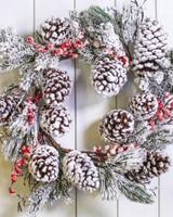 "24"" Snowberry Wreath with Pine Cones"