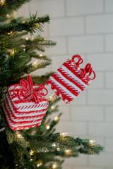 "28"" Peppermint Ribbon/Package Christmas Tree Sprays"