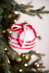 """4.5"""" Red/White Frosted Ball Ornament"""